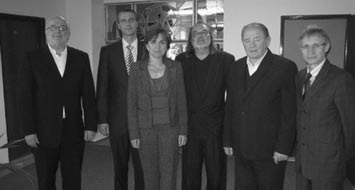 • Zľava: Jozef Šišila, minister zdravotníctva Richard Raši, Anna Rašiová, Ľubomír Raši, spišský biskup František Tondra a Jozef Leikert